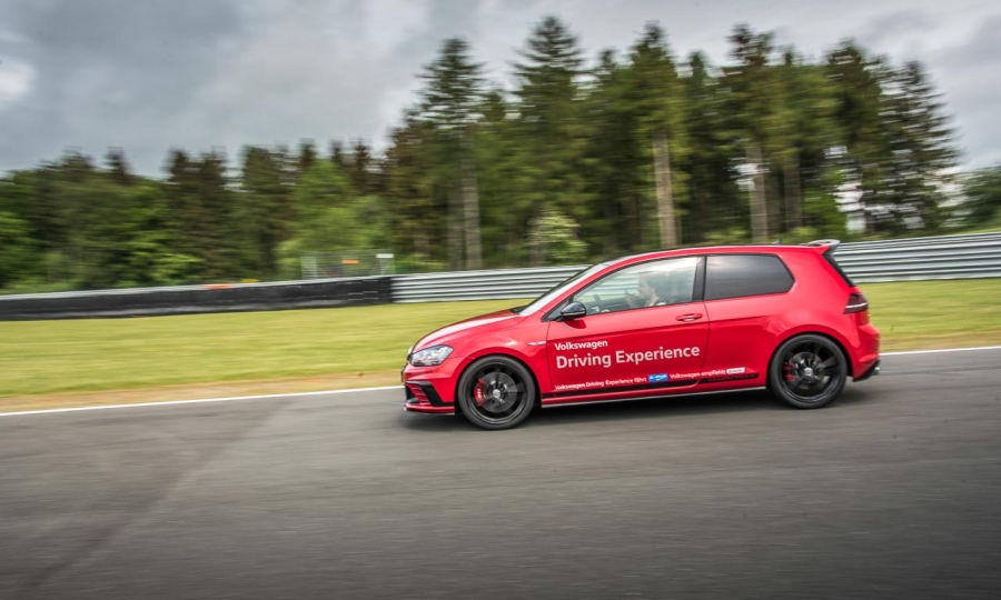 vw golf gti clubsport auf dem bilster berg im test. Black Bedroom Furniture Sets. Home Design Ideas