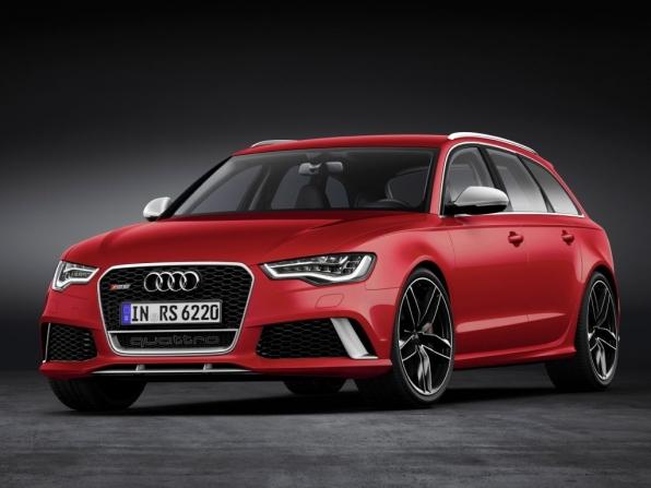 Audi RS6 Avant mit großen Lufteinlässen