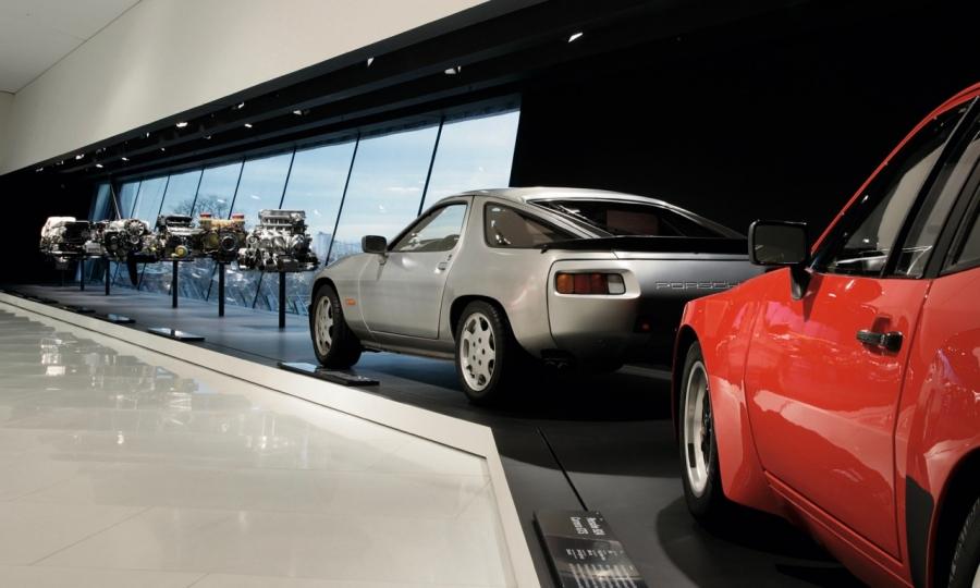 Der Porsche 928 im Porsche Museum in Stuttgart