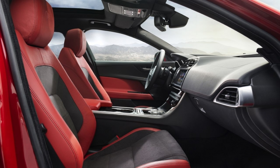 Jaguar XE (2015)
