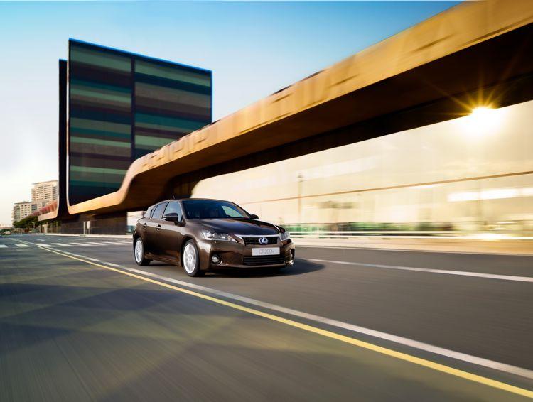 Lexus Ct 200h Angriff In Der Kompaktklasse