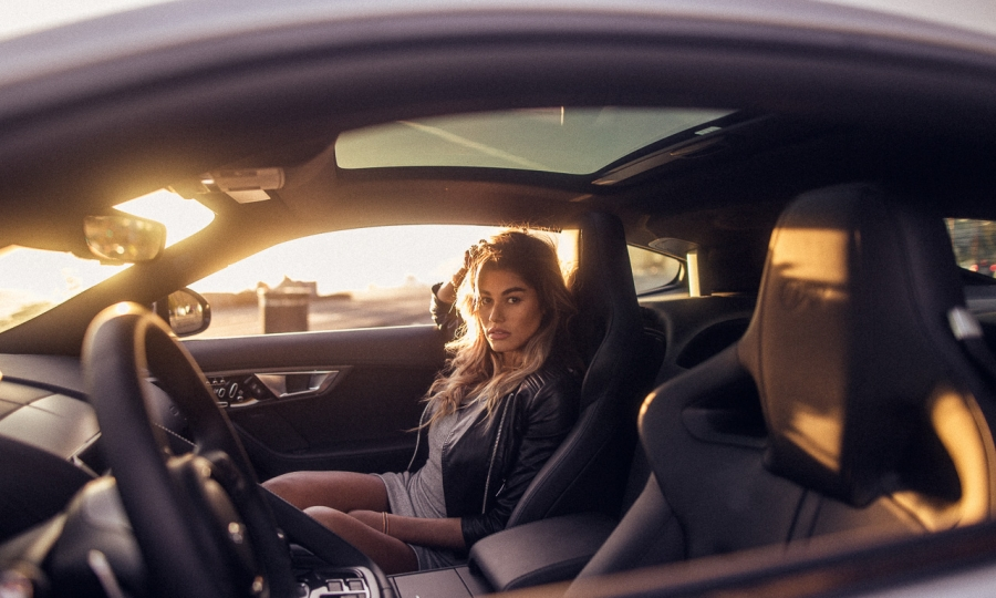 Lorena und der Jaguar F-Type