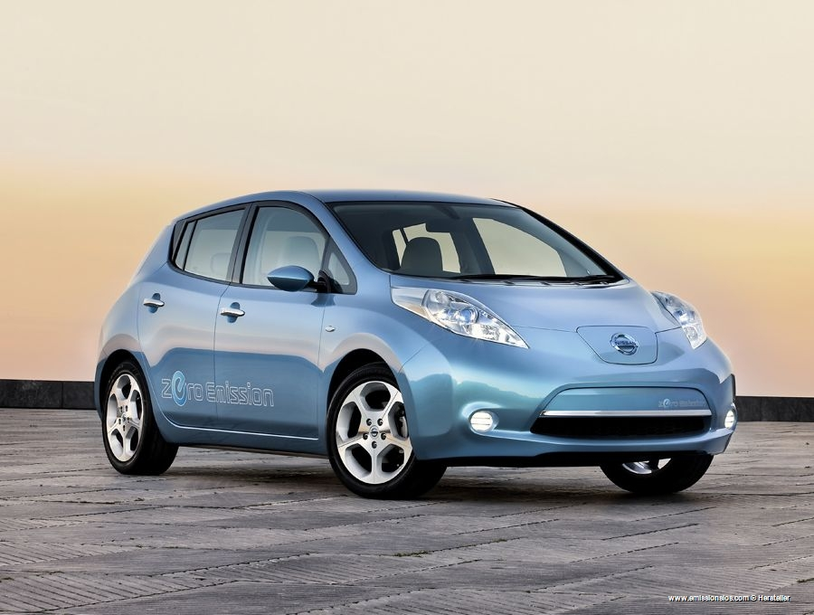 Nissan Leaf Erstes Elektroauto Wurde Ausgeliefert