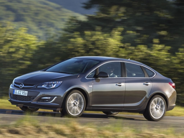Opel Astra Facelift Limosuine (2013)