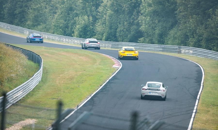 Mit verschiedenen Porsche-Modellen auf der Nordschleife