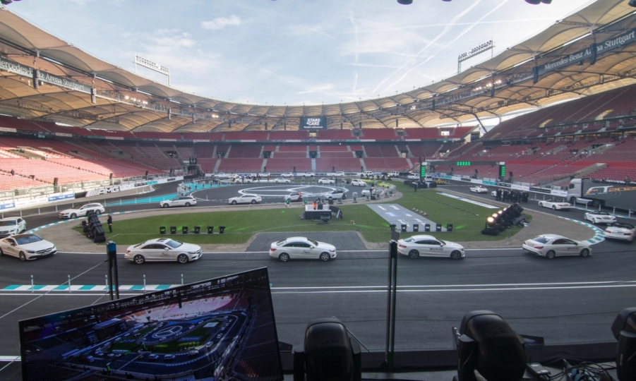 Stars & Cars 2015 in der Mercedes-Benz Arena