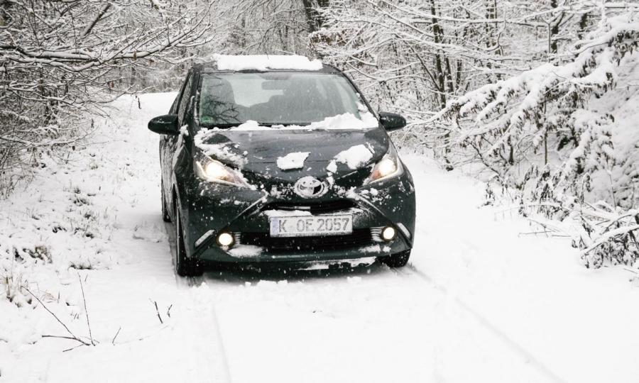Toyota Aygo im Schnee
