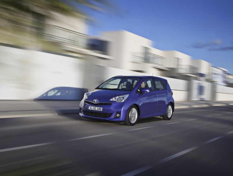 Toyota Verso S Mittelklasse Van Ab 14900 Euro