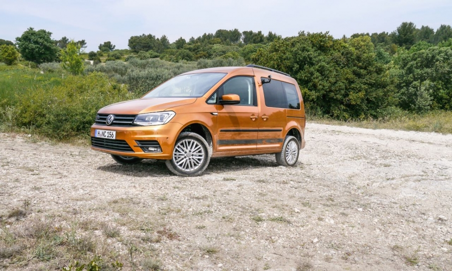 VW Caddy Beach 4Motion (2016, sandorange, Allrad, kurzer Radstand)