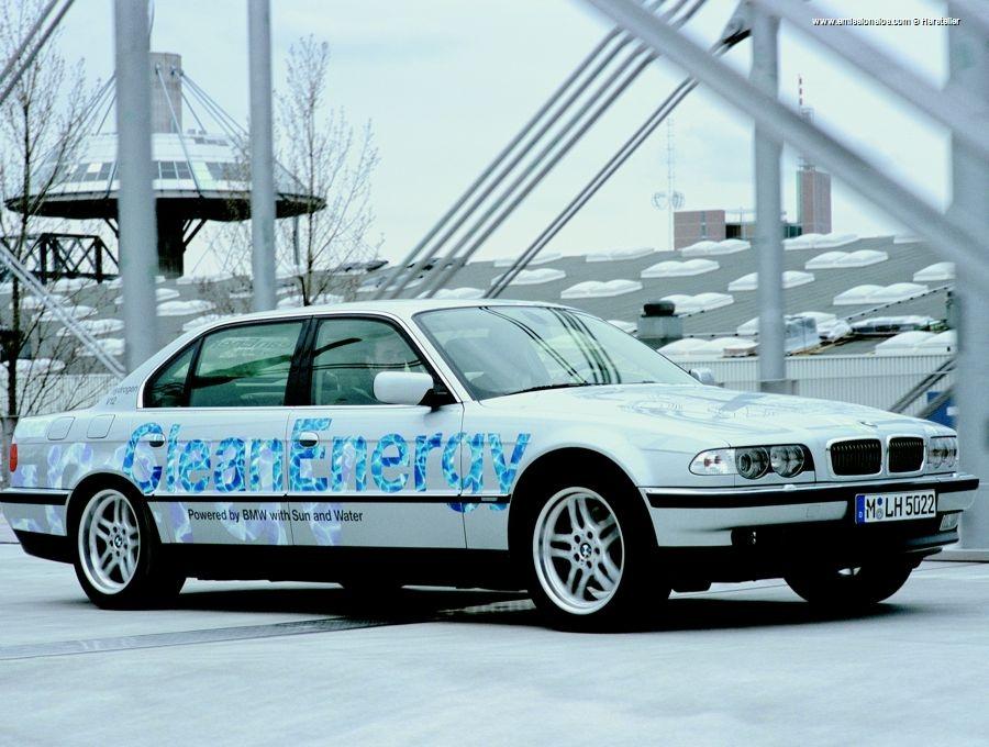 BMW 745h (2001)