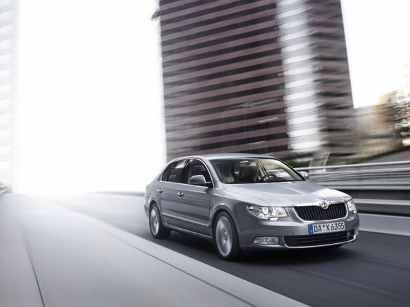 Skoda Superb FAMILY (2012)