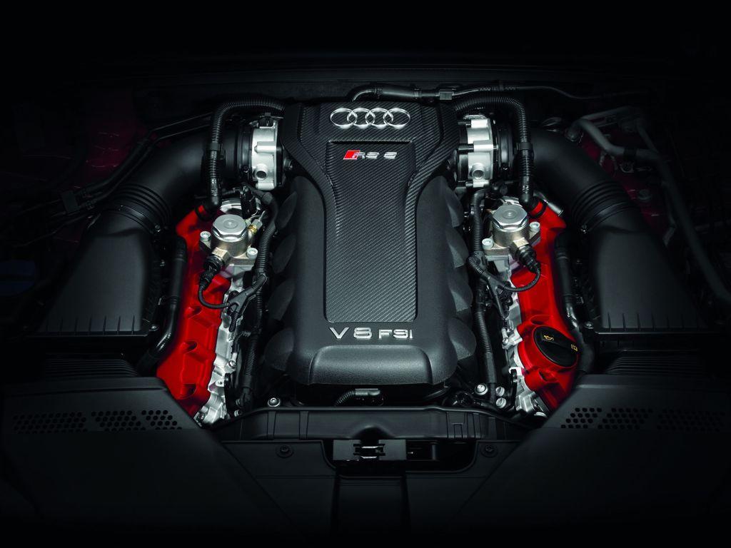 Audi Rs 5 Cabriolet Motorraum mit roten Zylinderkopfdeckeln