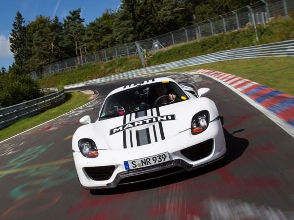 porsche 918 spyder nuerburgring 2012 img 1 596x447 - Porsche 918 Spyder absolviert Nordschleife in 7:14 Minuten