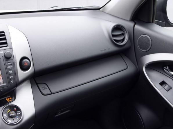 toyota rav4 mj2012 img 06 596x447 - Toyota Rückrufaktion: Brandgefahr durch defekte Fensterheber