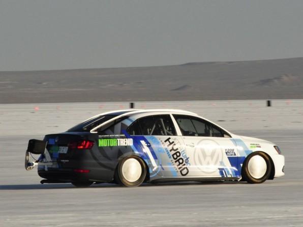 vw jetta hybrid lake bonneville1 596x447 - Geschwindigkeitsrekord für Hybridfahrzeuge: VW Jetta Hybrid ist 300 km/h schnell