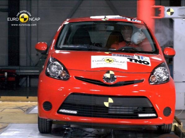 NCAP Crashtest: 3 Sterne für den Toyota Aygo