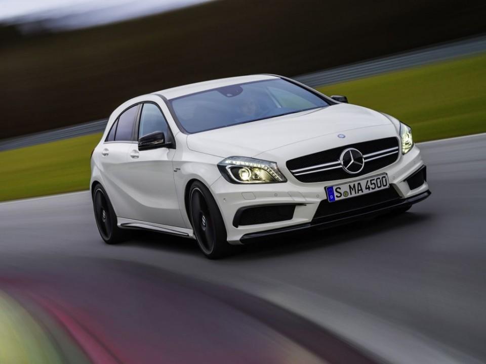 Mercedes-Benz A 45 AMG: Beschleunigt besser als ein Porsche Boxster