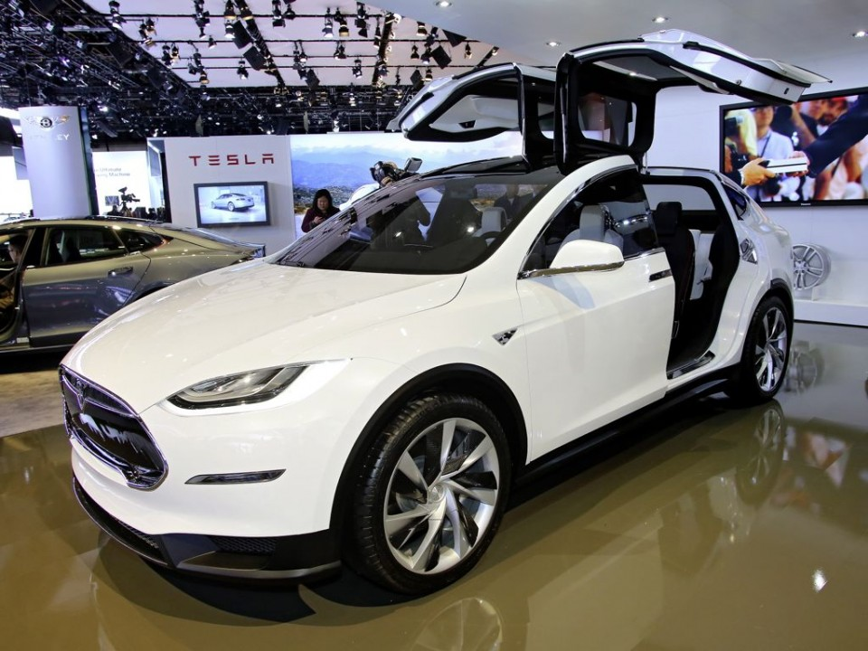 genf 2013 elektroauto tesla model x kommt nach europa. Black Bedroom Furniture Sets. Home Design Ideas