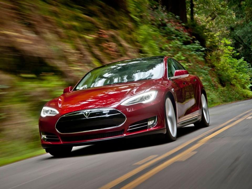 tesla model s mj2013 img 08 960x720 - Tesla Modell S (2013)