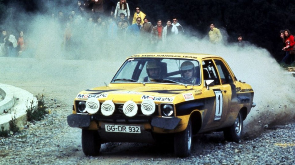 historische opel rally fahrzeuge 1 960x540 - ADAC Eifel Rallye Festival : Walter Röhrl im Opel Ascona 400 unterwegs