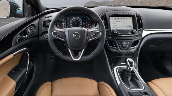 Opel Insignia Country Tourer mit Lederausstattung im Innenraum