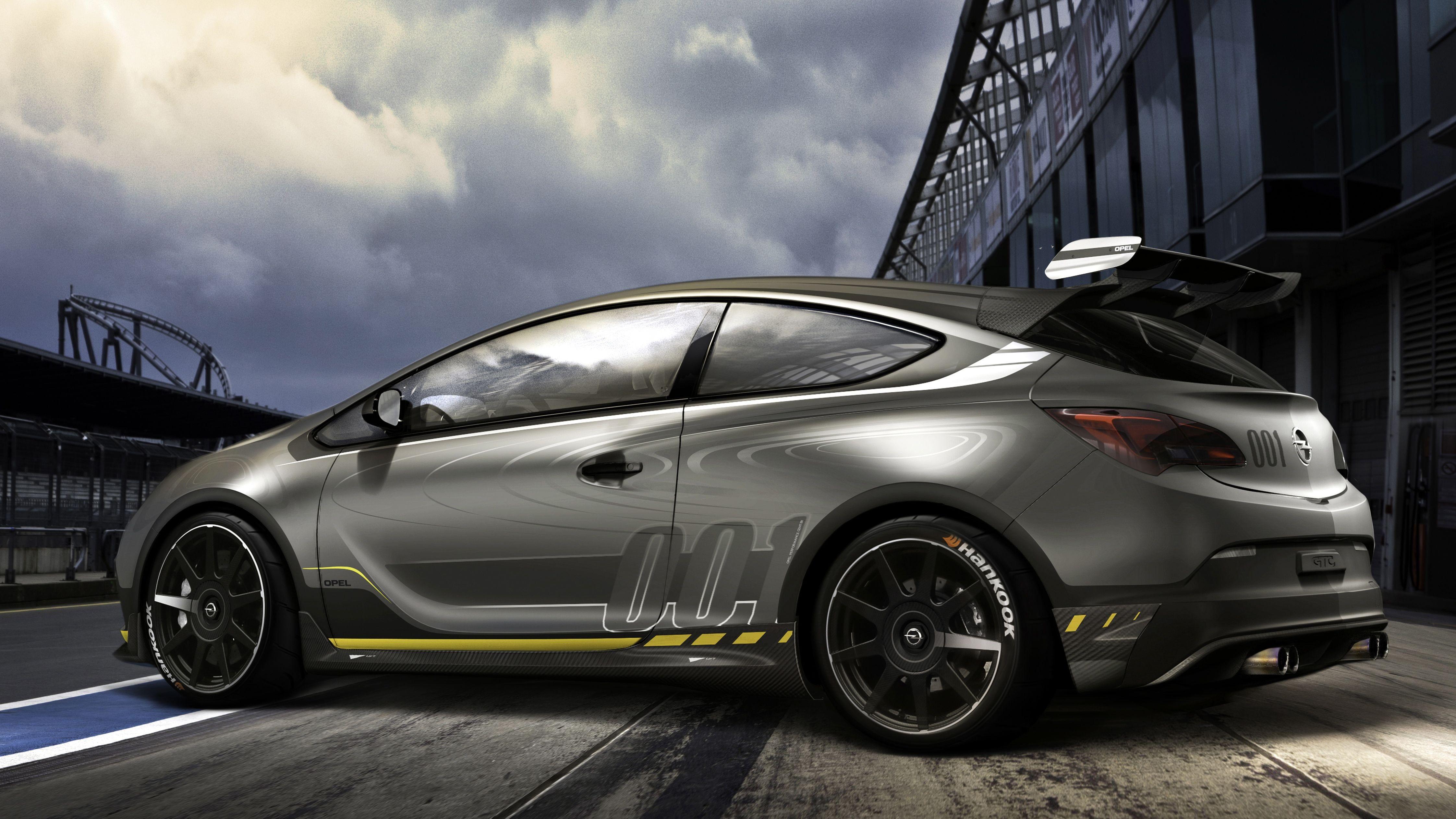 In gut einem Monat beginnt der Genfer Autosalon und nach und nach lassen die Hersteller einen Blick hinter de Kulissen und die zu erwartenden Premieren zu. Bei Opel gelingt uns ein erste Blick auf den Opel Astra OPC EXTREME.