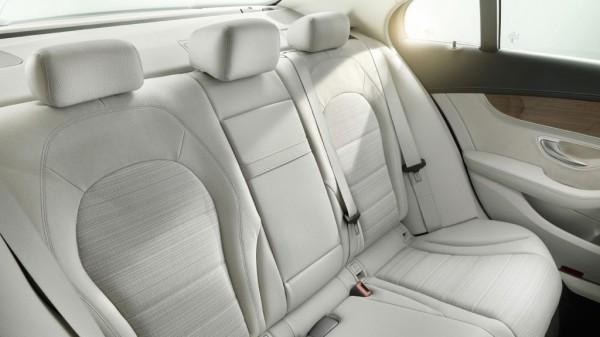 Mercedes-Benz C-Klasse im Fond