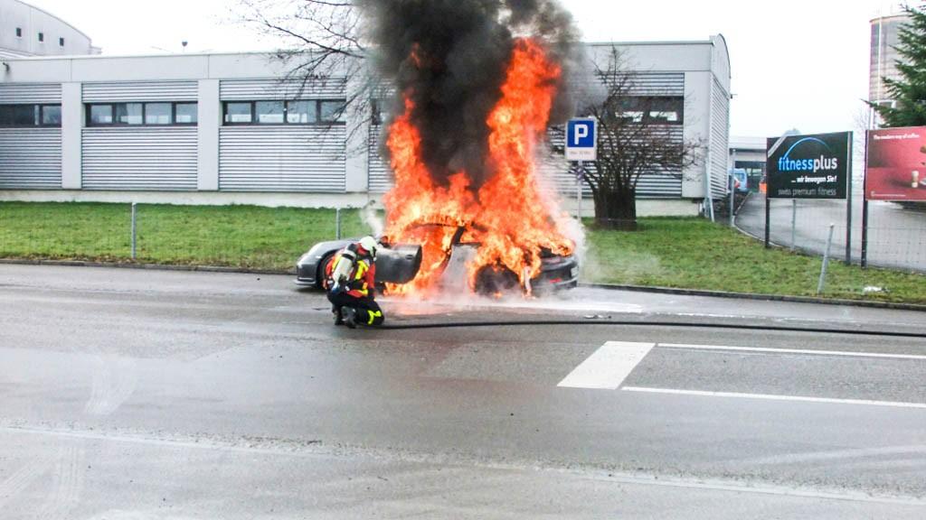 Porsche GT3 in Flammen - Toyota Verso: Verkaufsstart für den neuen Dieselmotor ab April