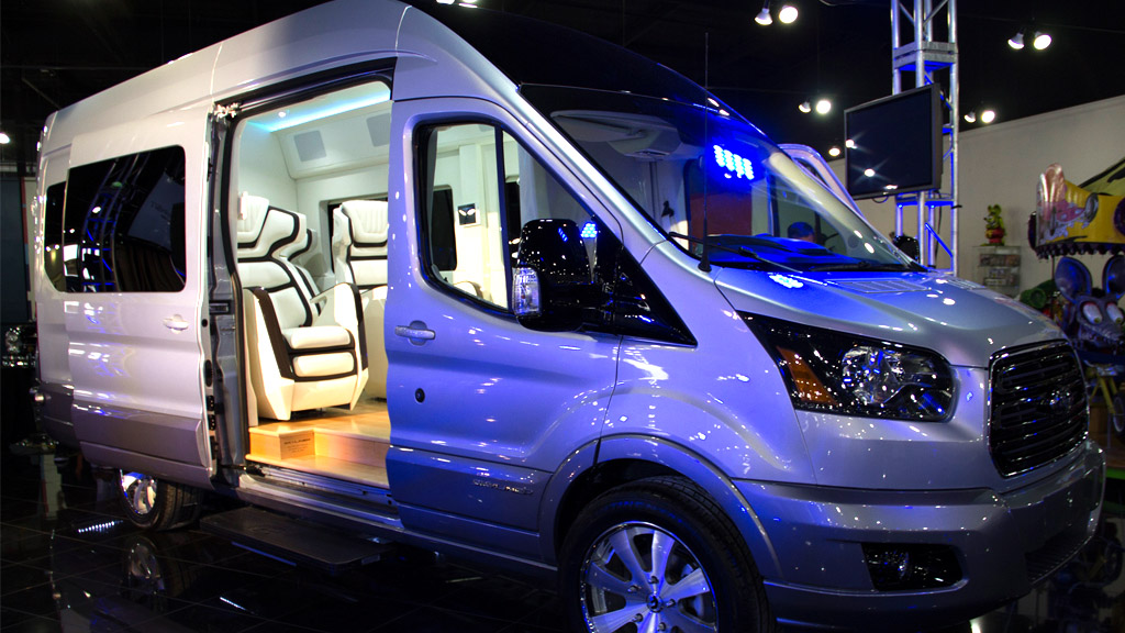 Ford Transit Skyline Concept - Die perfekte Symbiose aus Heimkino und Van – Ford macht es möglich!