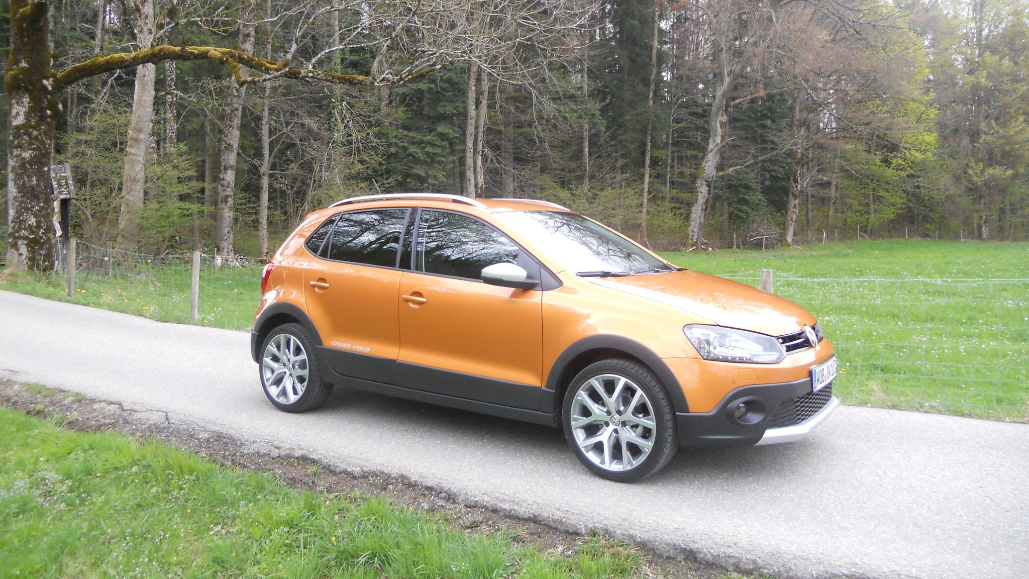 VW CrossPolo: 32 mm mehr Bodenfreiheit für den Feldweg