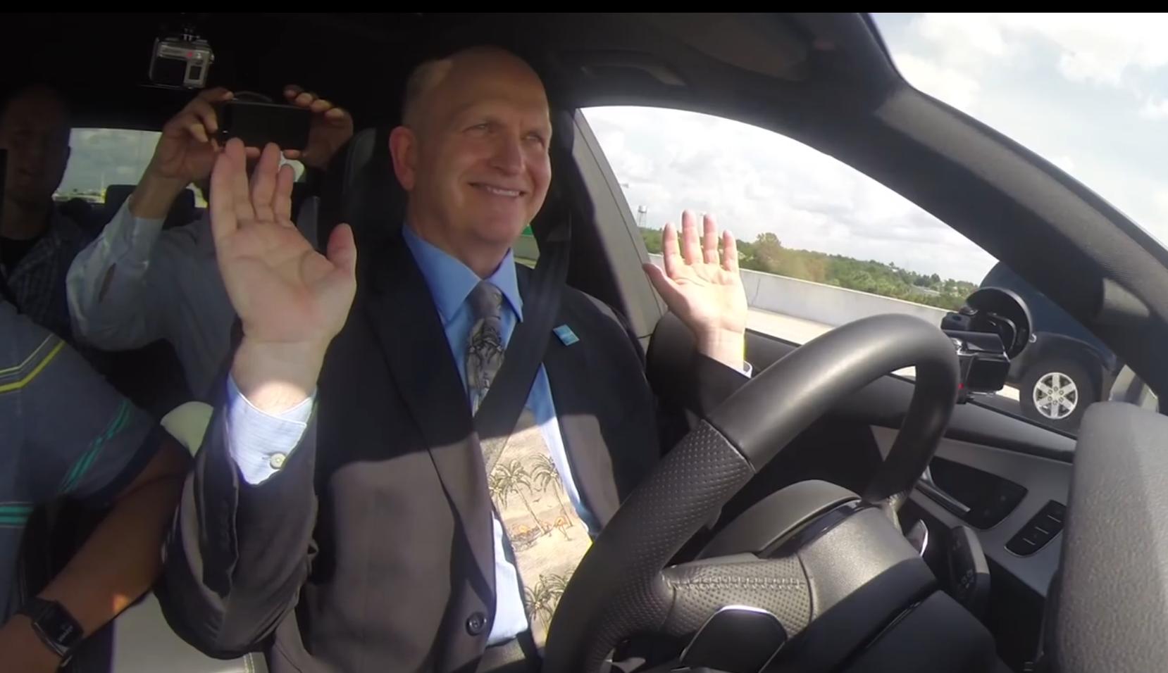 Audi Piloted Driving Gouverneur von Florida am Steuer - Audi A7: Totalausfall beim autonomen Fahren mit dem Gouverneur von Florida!