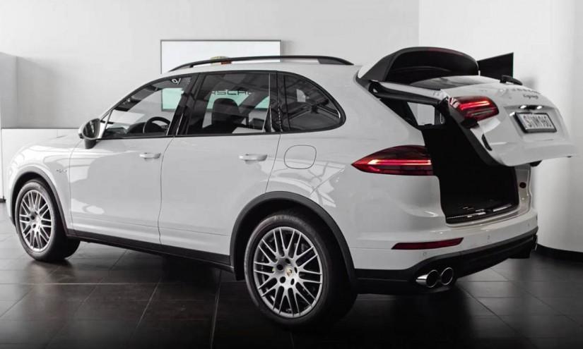 Porsche Cayenne 2015 21 825x495 - Porsche Cayenne: der Perfekte mit dem Problem-Heck (Video)