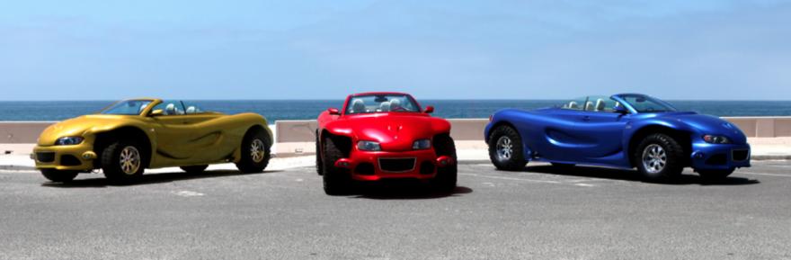 Drei Youabian Pumas posieren zu dritt am Strand