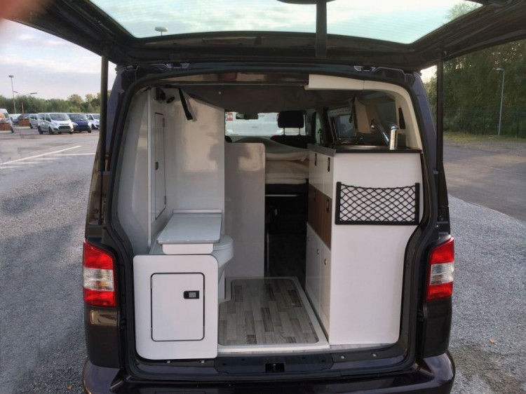 2104cja 014 750x562 - Westfalia Club Joker - Van Conversion: Der T5 mit dem Faltdach.