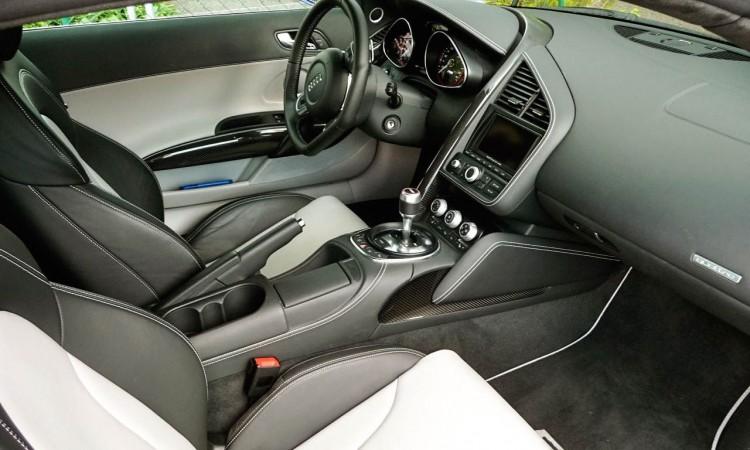 Das Interieur des Audi R8 V10 (MY 2010)