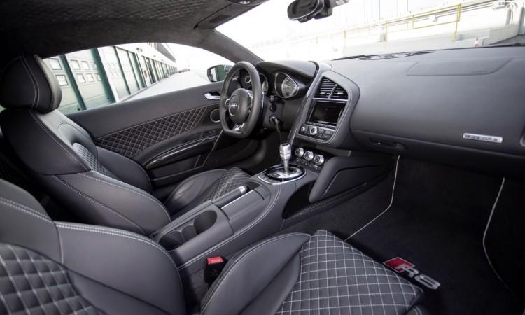 Das Interieur des neuen Audi R8 V10 (MY 2015) hat sich gegenüber dem alten kaum verändert.