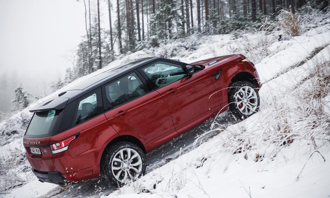 Der neue Land Rover Range Rover (MY2015) im Gelände mit neuen Features