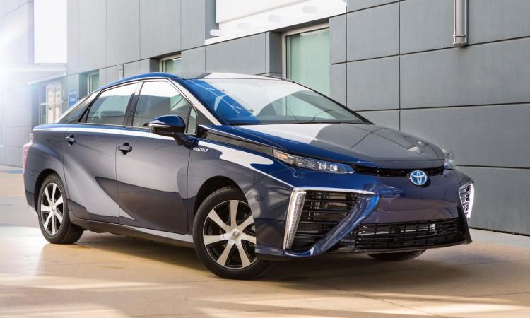 Toyota Mirai: Erstes Brennstoffzellenfahrzeug geht in Serie.