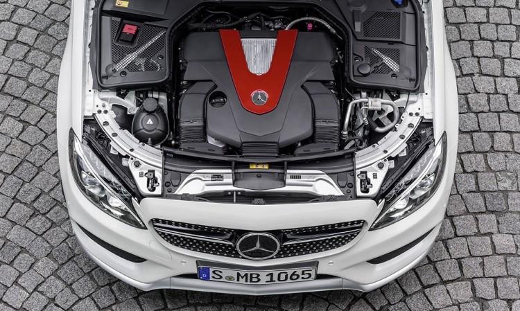 Der Motor einer jeden Mercedes-Benz C 450 AMG 4MATIC wird von Hand zusammengebaut.: Mercedes-Benz C 450 AMG 4MATIC, V6 Biturbomotor, 270 kW (367 PS), 520 Nm V6 Biturbo engine, 270 kW (367 hp), 520 Nm