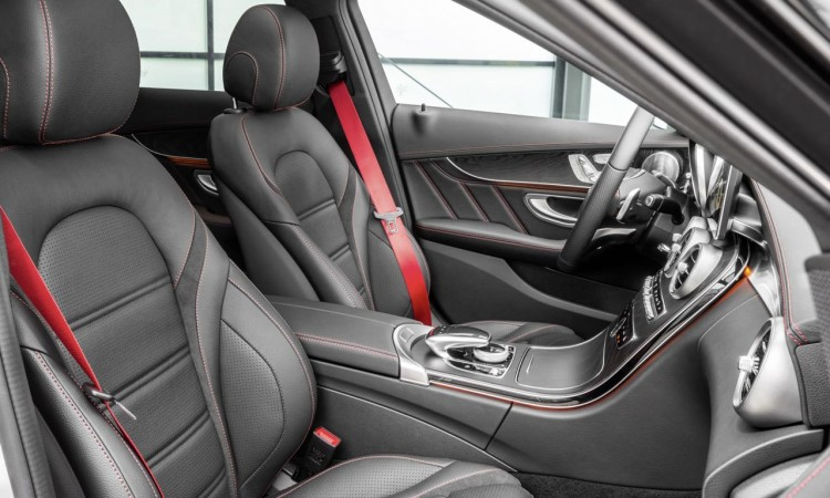 Das Interieur der Mercedes-Benz C 450 AMG 4MATIC