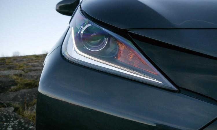 Toyota Aygo Halogenscheinwerfer mit LED-Leiste