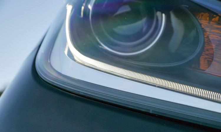 Die LED-Leiste in der Scheinwerfereinheit des Toyota Aygo