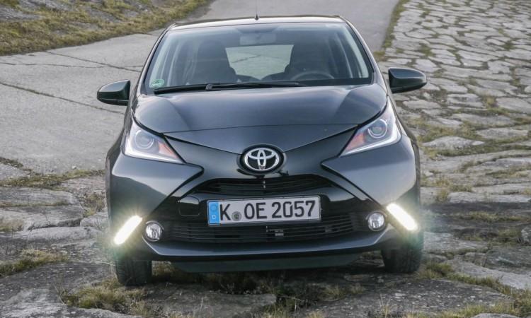 Die LED-Tagfahrlichter des Toyota Aygo sind serienmäßig