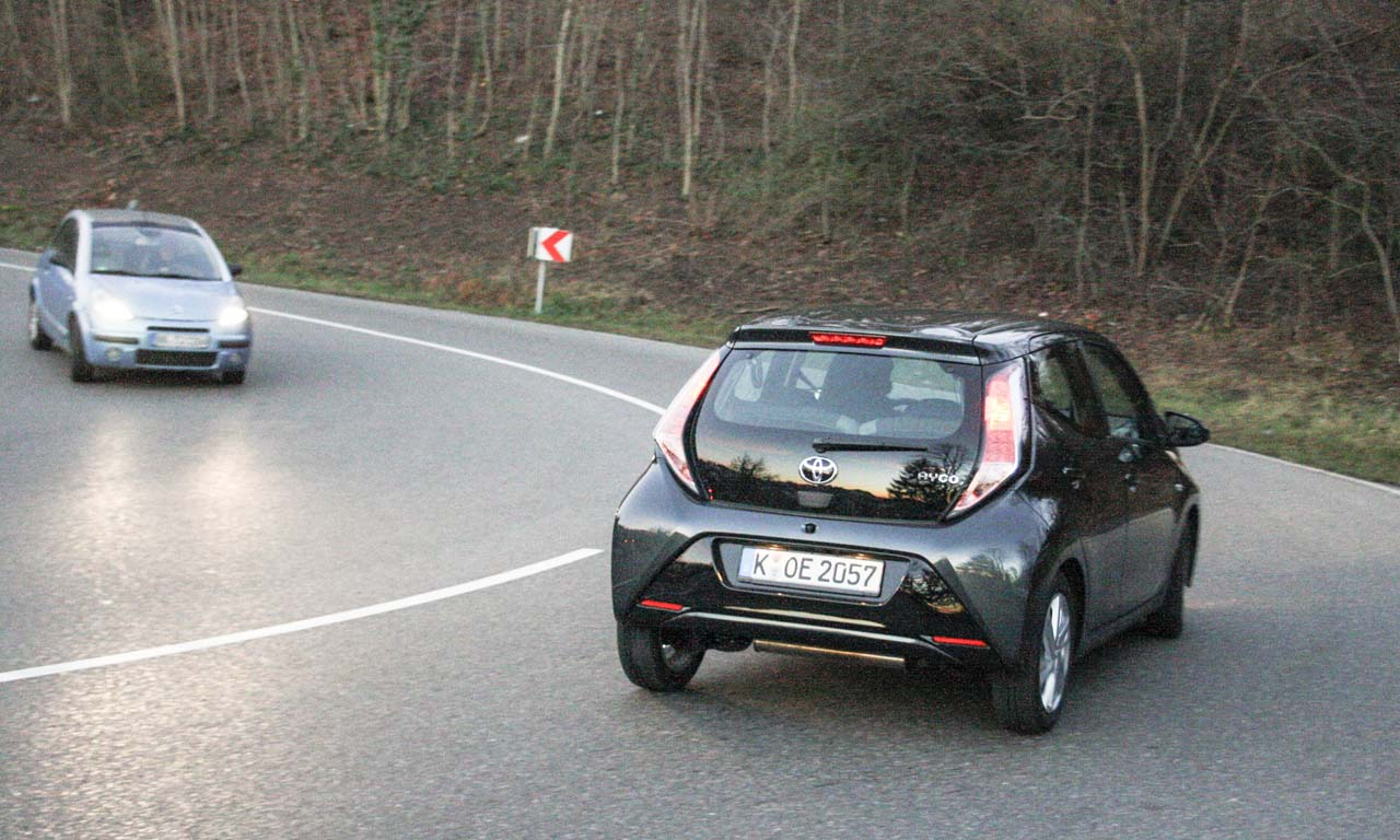 Toyota Aygo Fahrbericht: in der Kurve Toyota Aygo Fahrbericht: in der Kurve (Photo by Constantin A. V. Merk)