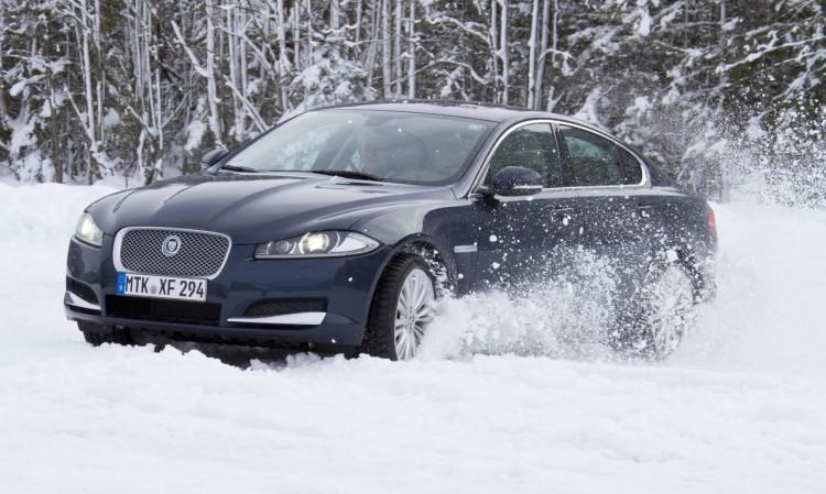 Wintermythen Autos: Luft aus den Reifen lassen für mehr Grip? Aber nur so lange man im Tiefschnee fährt!