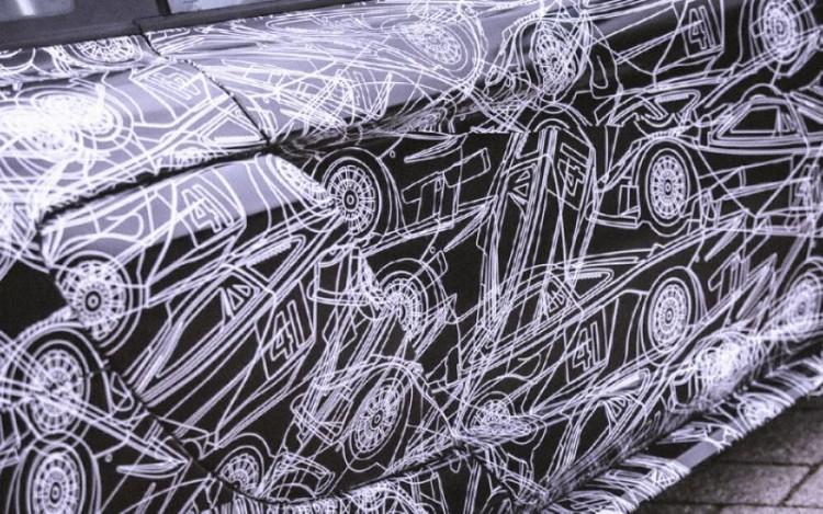 Auch die Tarnfolierung des McLaren 675 lässt auf ein langes Heck schließen.