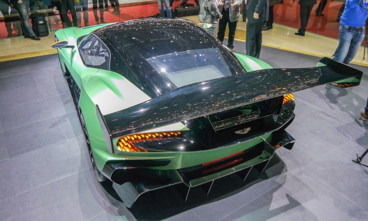 Aston Martin Vulcan: Betreutes Fahren mit 800 PS.