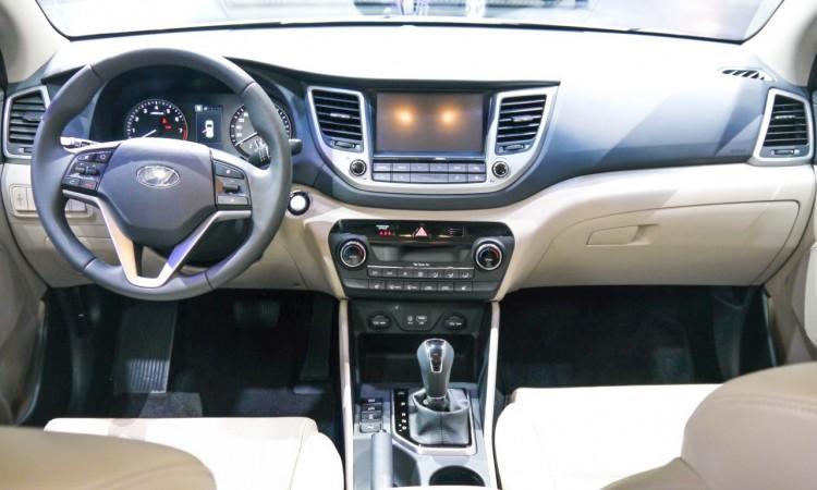 Das Interieur des Hyundai Tucson besteht zwar viel aus Kunststoff, doch aus sehr hochwertigem mit vergleichsweise ausgezeichneter Verarbeitung.