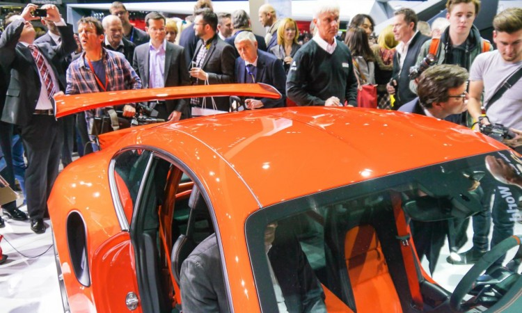 Der große Heckflügel des Porsche 911 GT3RS bei der Präsentation in Genf