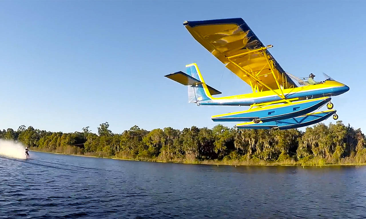 Wasserski Barfuß hinter Flugzeug
